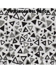 Black and White: triángulos sobre blanco